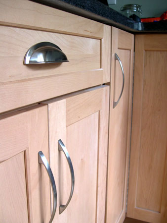 Installing kitchen pulls