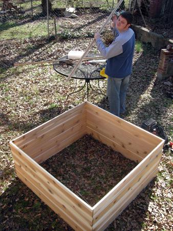 Building cedar compost